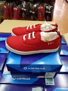 🚚 免 運 中 …… 不   用    懷疑     特 價 中-……  AIR WALK品牌 新推出上市(一款)兒童休閒帆布鞋,  材質:面:帆布 (棉)                                        :  底 :橡膠        產地:台灣  訂價:6 2 0元 特價:4  9 0元 尺寸 1 2 C - 3 號 型號:A825220140 (紅)  特 價 中 ~ 喔 免 運 中 ﹏