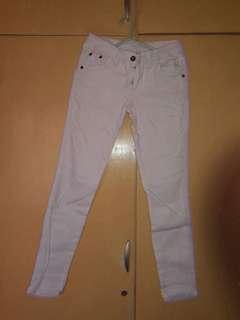 Cute white pants (check below!)