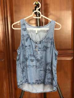 Denim short sleeve top with tropical pattern
