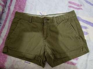 H&M軍綠色短褲
