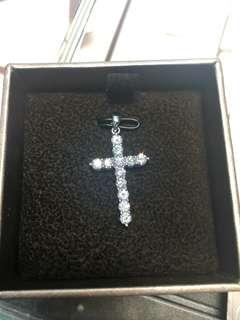 六福鑽石吊墜