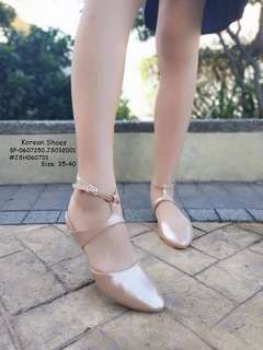 KOREAN SHOES  Size: 35,36,37,38,39 Adjust 1 Size  Price : 650