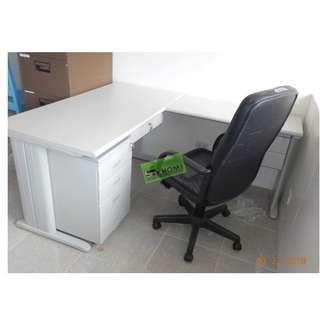 L-TYPE EXECUTIVE TABLE WITH KEYBOARD TRAY HANGING DRAWER