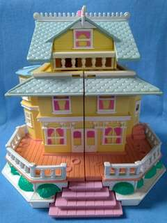 1995 -  Polly Pocket Pop-Up Clubhouse
