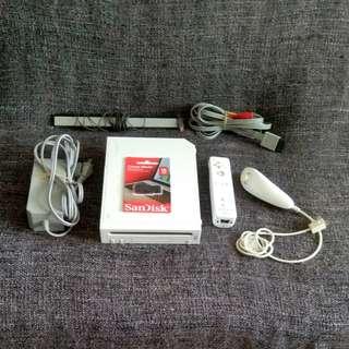 Wii白色主機+16G隨身碟 (已改機 可直讀外接硬碟+介面中文化)