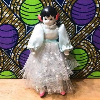 台灣製 早期 復古 可愛 蝴蝶結 雀斑女孩 淺藍色 點點 網紗裙 陶瓷 擺設 娃娃 / 瓷偶