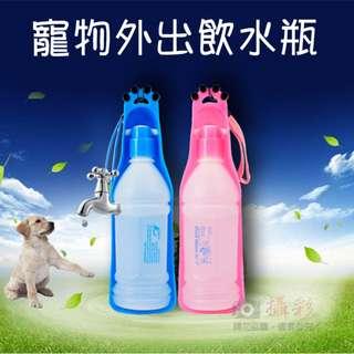 寵物外出飲水瓶 600cc 狗狗外出便攜式水壺水加 拉布拉多飲水器 自動餵水器 擠壓式 掀起式水壺造型 隨時隨地(藍色/粉色)