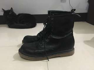 *USED* Black Boots
