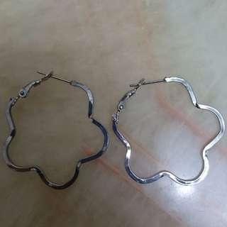 銀色 花花 耳環 [全新] 100% New Earrings Flower Shape (Colour: Silver)
