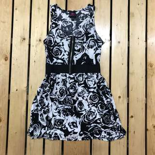 Authentic 2b bebe Black and White dress