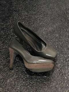 Chelsea gray pumps