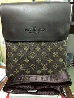 LV sling bag (Class A)