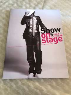 """Show luo """"Show on stage"""" photo book + posters"""
