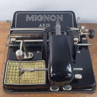 MIGNON 4 MADE IN GERMANY ANTIQUE TYPEWRITER 1931年德國製 古董打字機