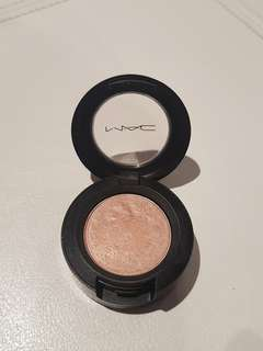 M.A.C EYE SHADOW - NAKED LUNCH FROST