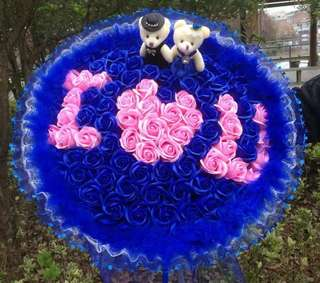 Hand Bouquet Roses  I love you 520 valentine propose