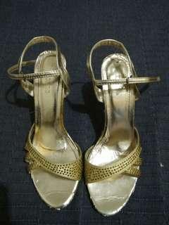 Ledonne yellow heels