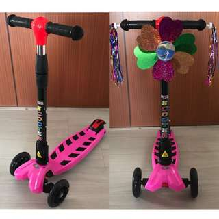 Foldable Kids Scooter pink 4 wheels with LED lights FREE Scooter accessories