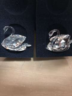 S> this pair of Swarovski Swan from Australia