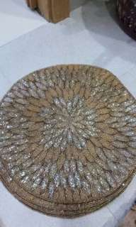 4 dining table mats selling very cheap