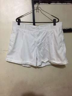 Plus size white shorts 37 inches