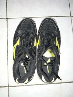 Mizuno Wave Twister 2 Court Shoes