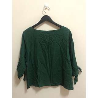 🚚 Mobo綠色上衣$180