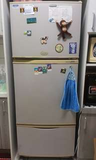 🚚 White Westinghouse 3 door refrigerator