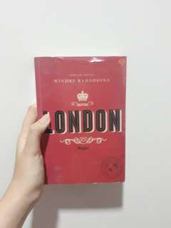 NOVEL LONDON (INCLUDE POSTCARD)