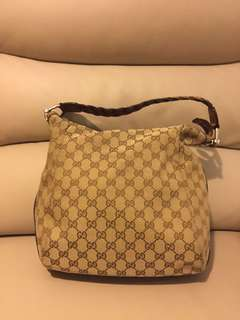 Gucci handbag (100% Authentic)