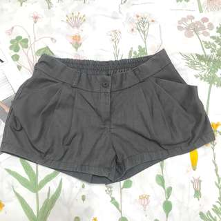 🚚 寬鬆微蓬短褲