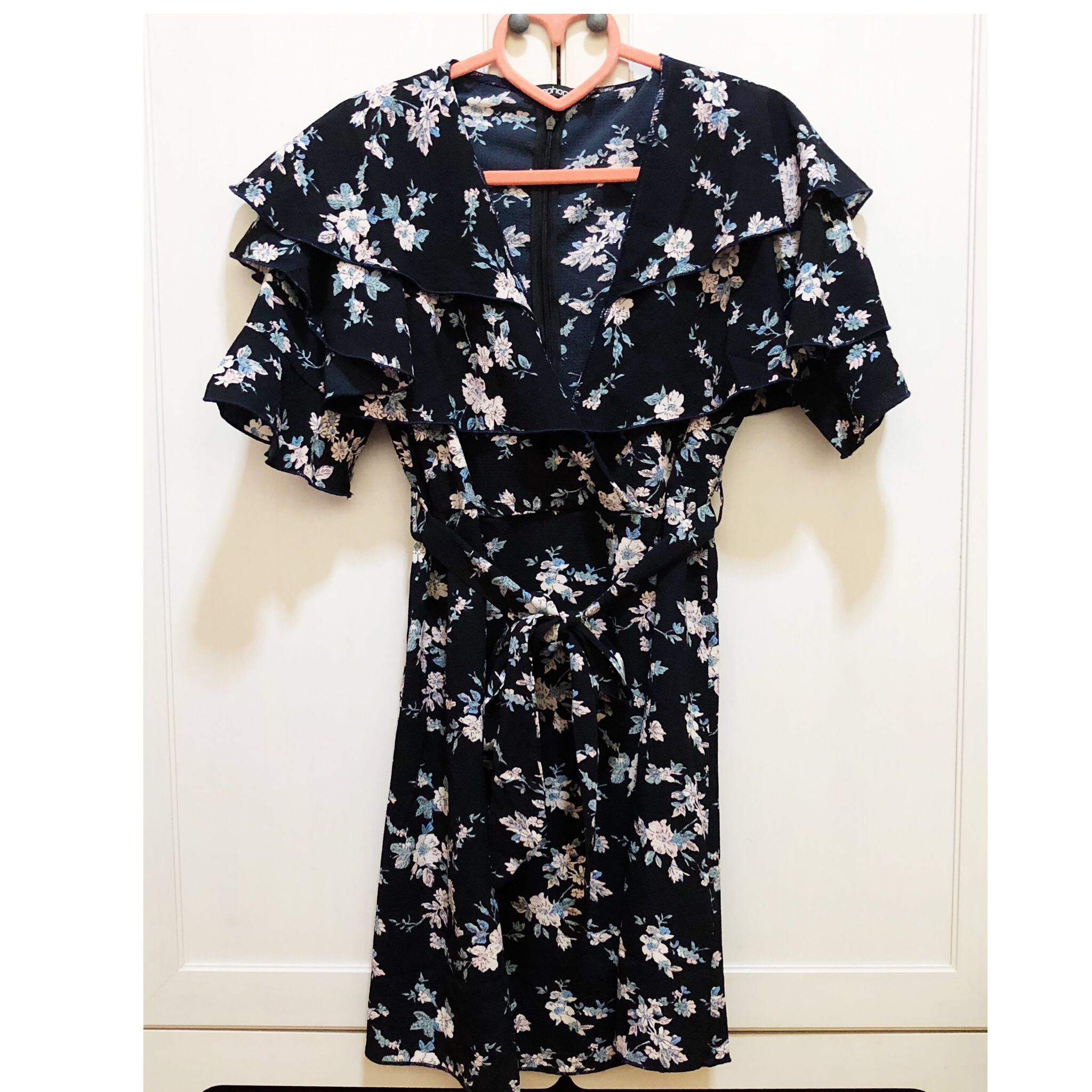 favorable price better price for color brilliancy BN Boohoo Navy Floral Dress, Women's Fashion, Clothes ...