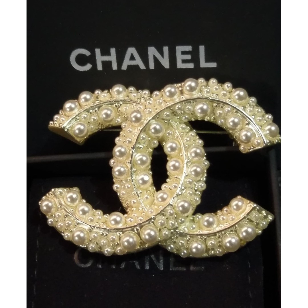 9db8bd18611 BN CHANEL Brooch Authentic