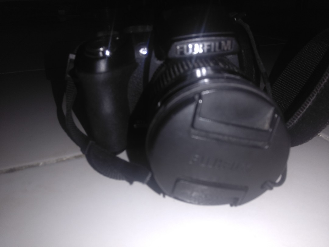 Fujifil finepix HS10 ( price is still negotiable ), Photography on Carousell