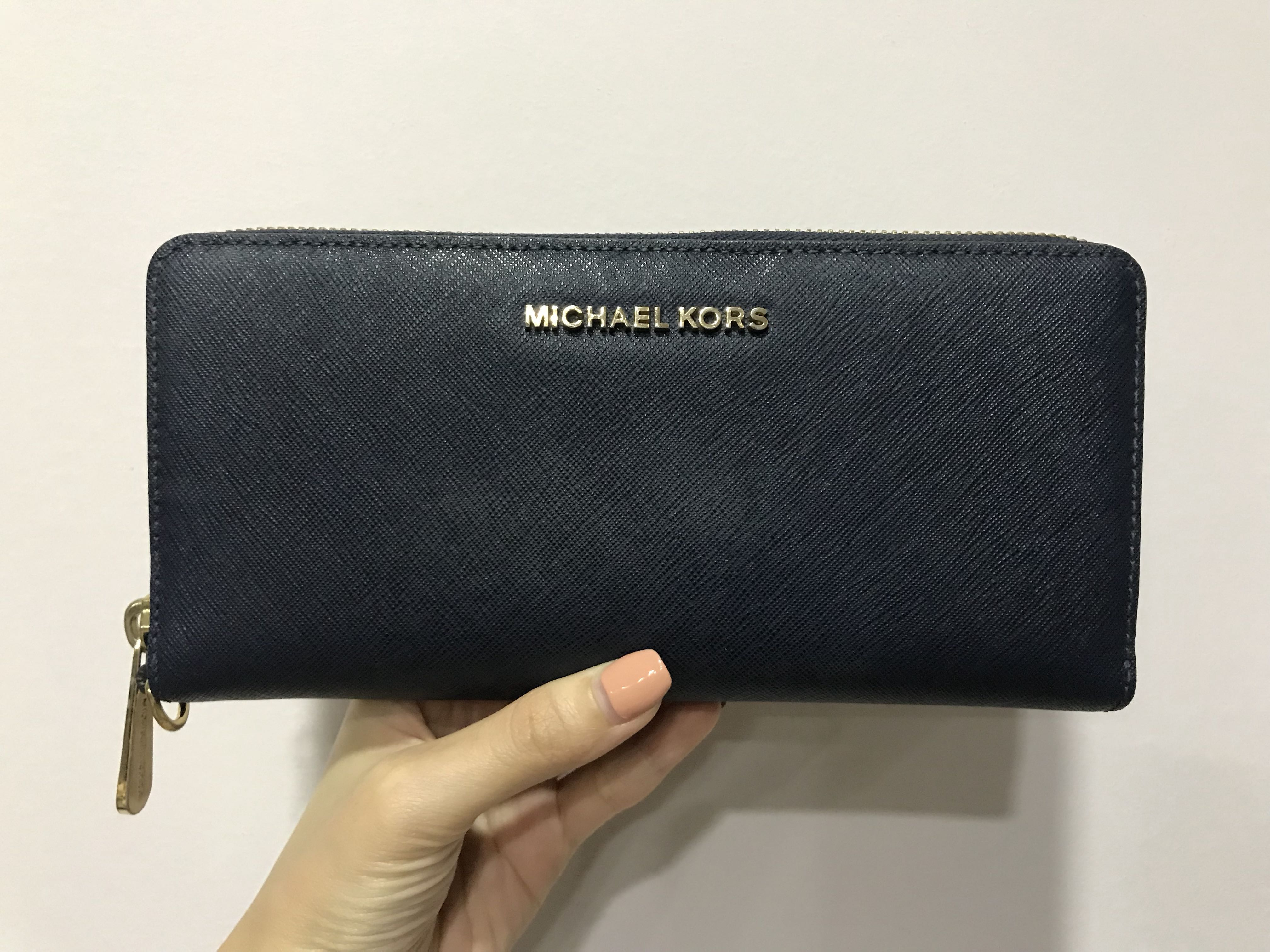 87a56d8e3a55 Michael Kors Jet Set Travel Leather Continental Wallet