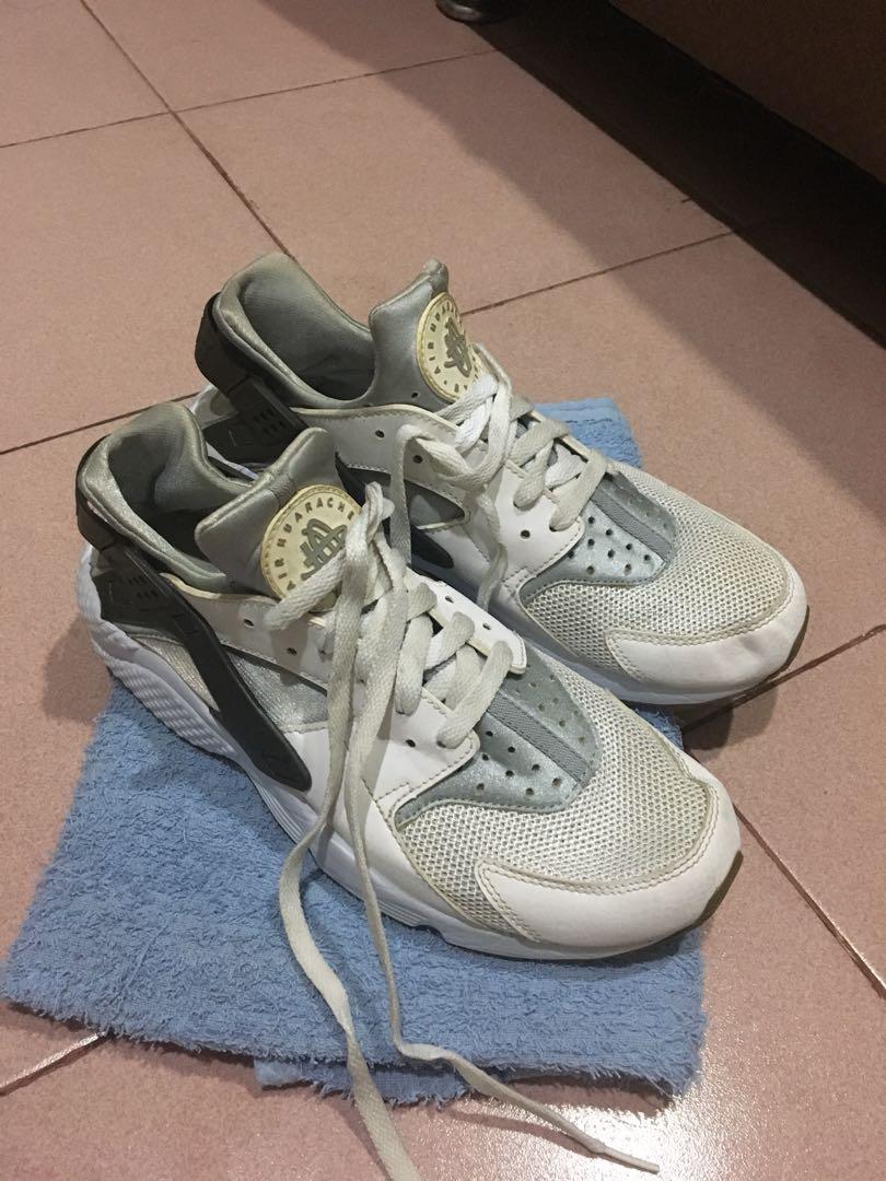 ff5d6a85ac1b6 Nike Air Huarache White Wolf Grey-Dark Grey