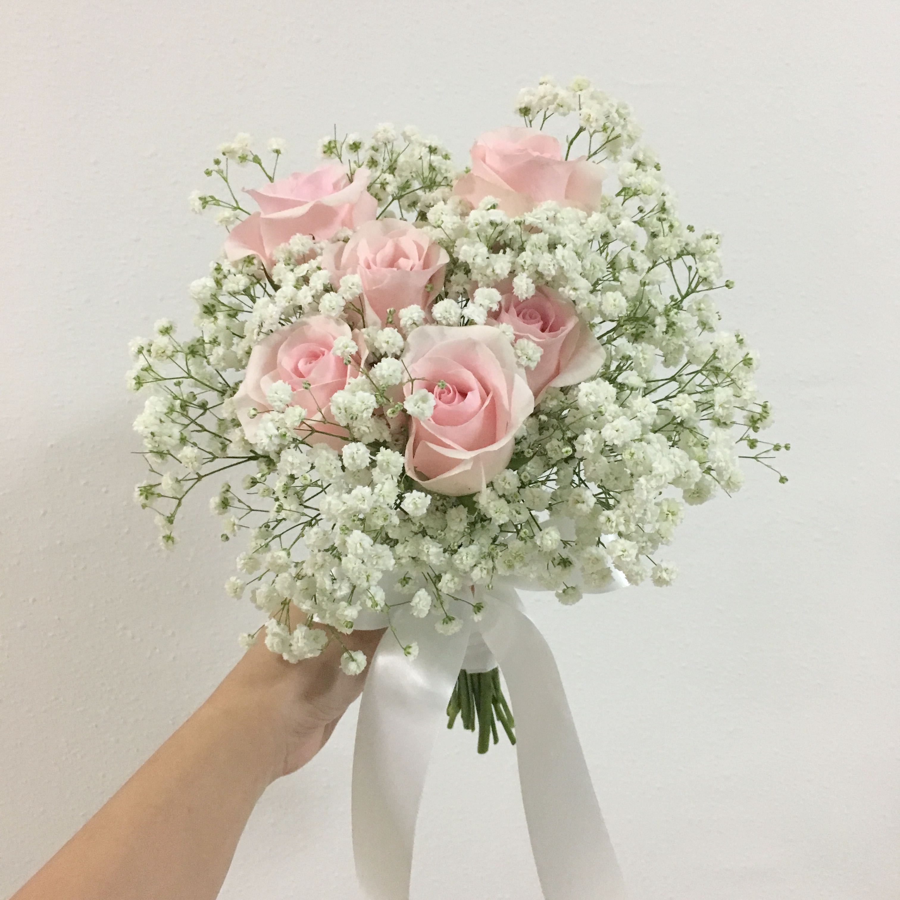Titanic Roses In Light Pink Roses With Baby Breath Rom Bouquet Bridal Bouquet Gardening Flowers Bouquets On Carousell