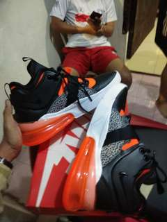 Nike Air Force 270 size 42