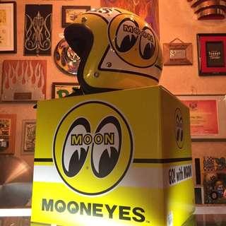 Helmet mooneyes 👀