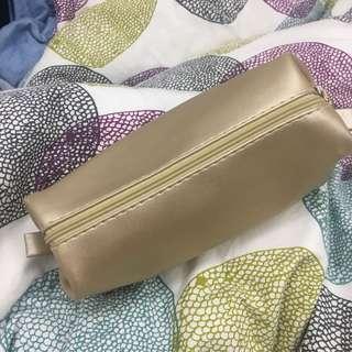 Cosmetic bag in gold 金色化妝袋