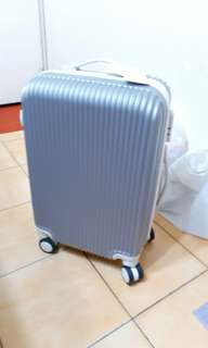20吋行李箱(朋友託售-不議價-面交)