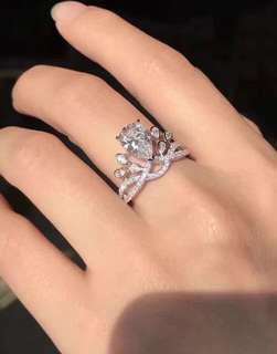 Chaumet 尚美 皇冠梨形鑽石戒指