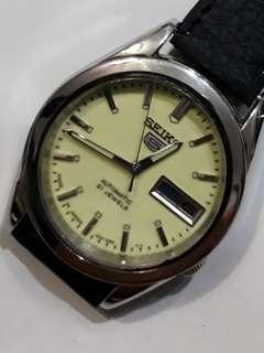 SEIKO 5 Automatic watch  bezel 32mm boy size