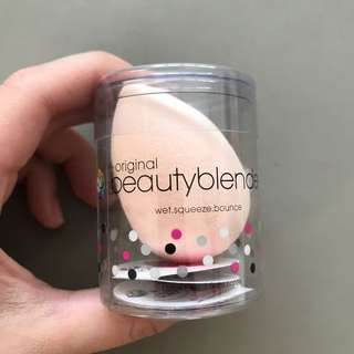 Authentic Beauty Blender in Bubble