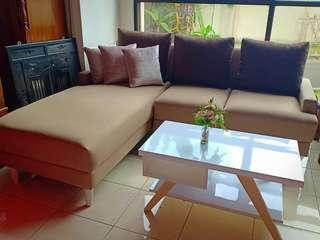 Sofa L dan meja minimalis