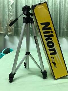 🚚 Tripod Nikon