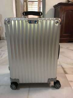 Original Brand New Rimowa Classic Flight Cabin Multiwheel Silver 35L - Cabin Sized Luggage