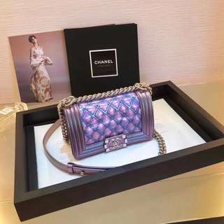 Chanel 2018 Leboy Super Beauty Colorful Laser Gradient Crystal Chain Bag 20cm Different Lights Play Out The Wonderful Colorful Colors