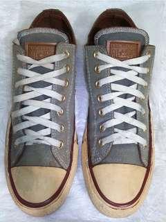 Sepatu Converse Vietnam
