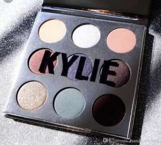 KYLIE JENNER HOLIDAY EDITION PALETTE